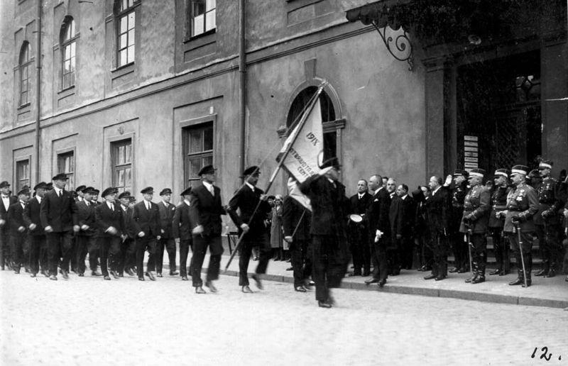 Ebreju veterānu gājiens pie Rīgas pils